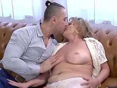 Red-hot Japanese slutie Rinka gives her butt for pounding