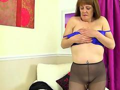 English gilf Pandora fucks her pantyhosed pussy with a dildo