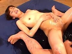 She Squirts And Spreads