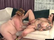 plumper models Scarlet and Kali get it on
