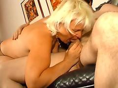 SLUTTY STEPSIS OFFERS A HELPING HAND