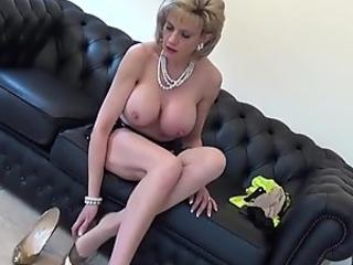 21Sextreme giant granny gets bootie Plowed