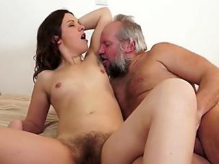 Hairy fetish babe pisses