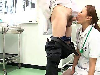 Doctor quickly unwind in a Japanese nurse mouth