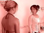 18 J hriges Gamer-Girl will mit einem Schwanz spielen!