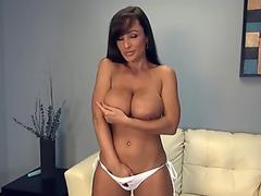 Lisa Ann strokes cute twat via dildo