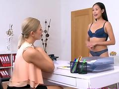 Female Agent Sexy japanese model munches and tastes her first cooch