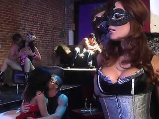 Yelena Vera fisting con Nikki Litte en el VEP 2018