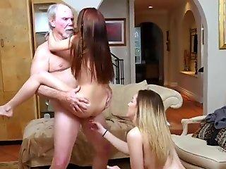 Old granny spreading Maximas Errectis - Gigi Flamez