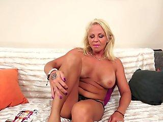Cum lover Nikki Sexxx gets her bitchy mouth jizzed so good after one hot fuck