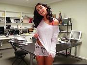 RealGfsExposed Masturbating on her desk