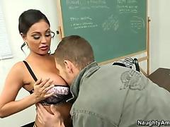 Free streaming porn Cute Brunette Has Her Asshole Stretched