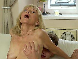 Step-Mom Giving The Step-Daughter Sex Tips.5.wmv