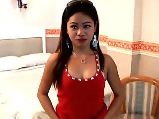 Hot Filipina spinner chased down for sex