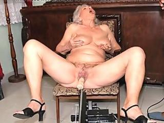 Beautiful Slut Wakes Up to Oral and Licked Until She Cums