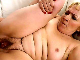 Granny gets fingerbanged