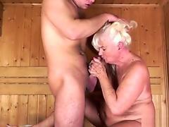 Threesome bareback