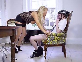 Penelope offered her pussy for fucking