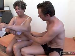 Young Asian Couple Fuck Raw