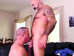 Beefy daddy beats swap head before bareback drilling