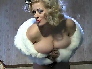 Lola Burlesque showcase (Nadine j)