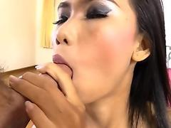 Young Korean girl is seduced by her new roommate