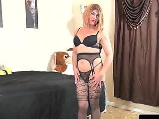 Toy loving tranny wanking her dick